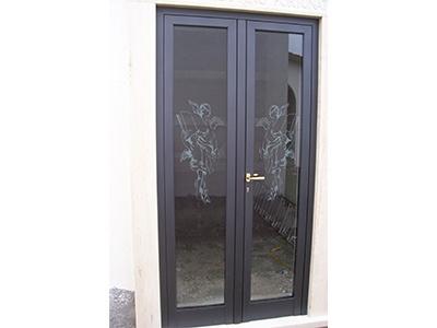Alluminio bizzoni porte finestre ringhiere cancelli for Porte in vetro per cappelle cimiteriali